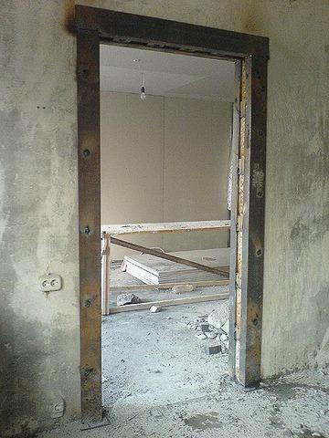 сколько стоит установка входной двери в панельном доме